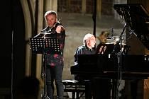 Mezinárodní hudební festival Kutná Hora 2021: ze zahajovacího koncertu v chrámu svaté Barbory v Kutné Hoře. Na snímku houslista Pavel Šporcl a klavírista Igor Ardašev.