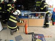 Zažehnutí elektroinstalace zaměstnávalo ráno hasiče v ulici 17.listopadu.