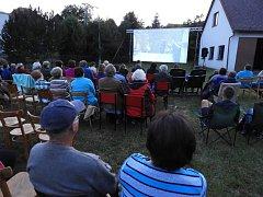 V Petrovicích II. si lidé užili letní kino.