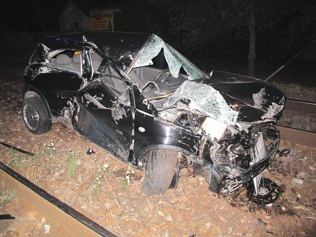 Nehoda automobilu a vlaku na přejezdu u Čáslavi