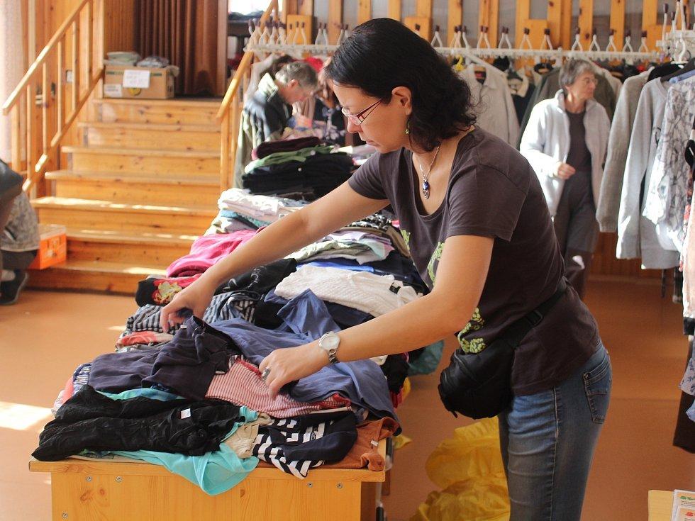 Z charitativního bazaru. Ilustrační foto.