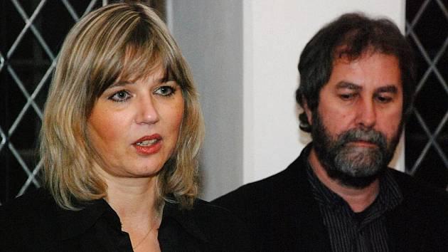 Předávání šeků Dobročinného fondu Philip Morris. 14.12.2009