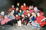 Účastnice Dívčí noci v Domě dětí a mládeže v Čáslavi v roce 2000. Dívčí noci byly u děvčat velmi oblíbené. Organizovaly se s různými tématy, na některé z nich se hlásily více než čtyři desítky účastnic.