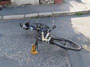 Cyklistka utrpěla po střetu s vozidlem lehká zranění.