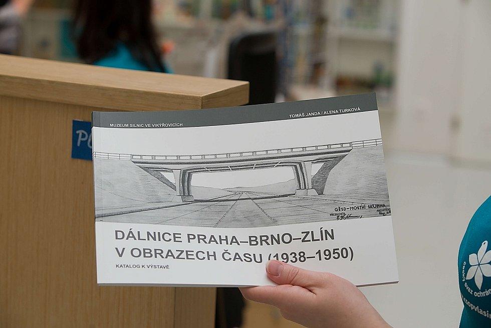 Z přednášky o historii dálničních mostů v návštěvnickém středisku Vodní dům.