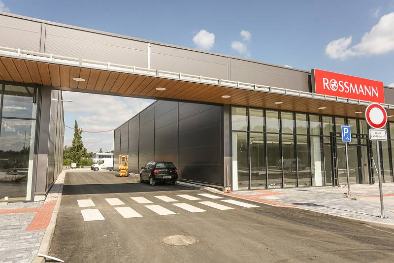 Stavba nového obchodního centra v Kutné Hoře.