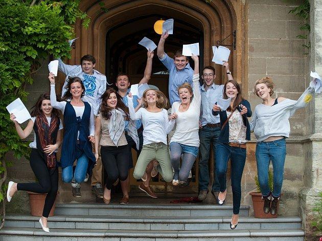 Stipendium získalo 17 studentů z celé České republiky, mezi nimi jsou i dvě dívky z Kutné Hory