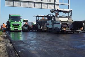 Minulostí se brzy stane zúžení v opravovaném úseku na dálnici D1 za Prahou; mezi 2. a 12. dálničním kilometrem.