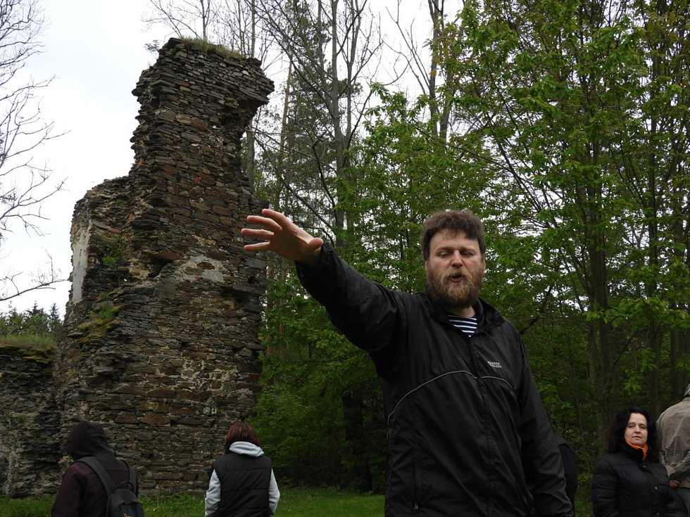 Zřícenina hradu Chlum.