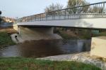V Močovicích byl dokončen nový most přes potok Klejnarka.