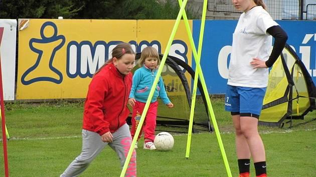 Vemte své dítě do fotbalového klubu FK Čáslav. Probíhá tam nábor do dívčího týmu.