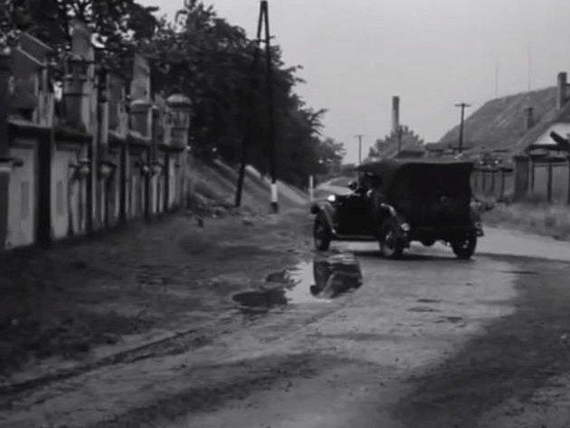 Natáčení snímku Nebeští jezdci ve Filipově. Snímek měl premiéru v roce 1968. Normalizace ho uvrhla do trezoru.