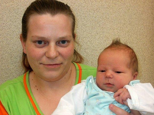 Dušánek Stránský se narodil 25. května v Čáslavi. Vážil 4100 gramů a měřil 52 centimetrů. Doma ve Žlebech ho přivítá maminka Marie a sourozenci Filip, Michal a Natálka.