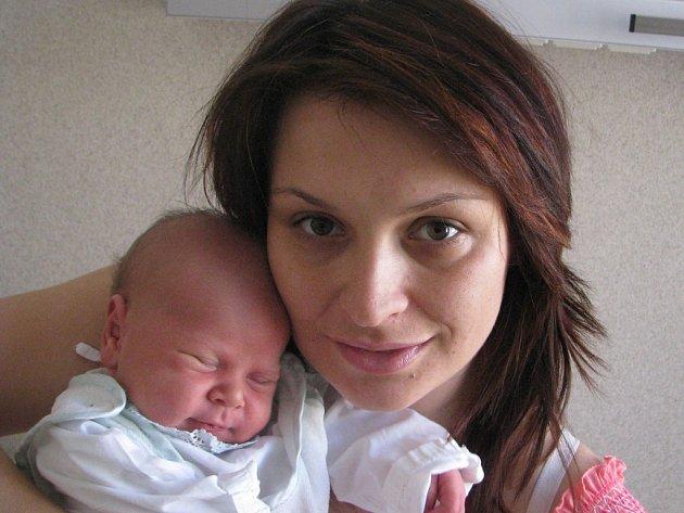 Tomášek Němeček se narodil 22. června v Čáslavi. Vážil 3550 gramů a měřil 51 centimetrů. Doma v Kutné Hoře ho přivítá maminka Monika, tatínek Honza a bráška Honzík .