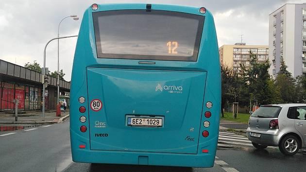 Městská hromadná doprava v Kutné Hoře. Linka 12 v Masarykově ulici.