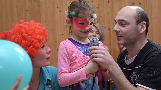 Dětský karneval v režii Rodinného centra Setkání ve Zruči nad Sázavou.