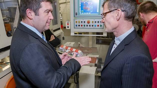 Návštěva Jana Hamáčka v továrně Philip Morris ČR v Kutné Hoře.