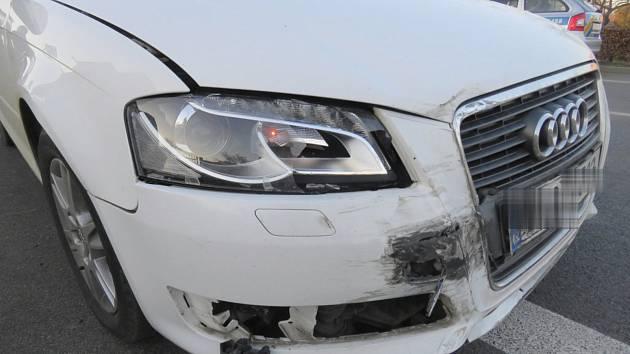 Dopravní nehoda na křižovatce ulic Pražská a Nad Budínem v Čáslavi.