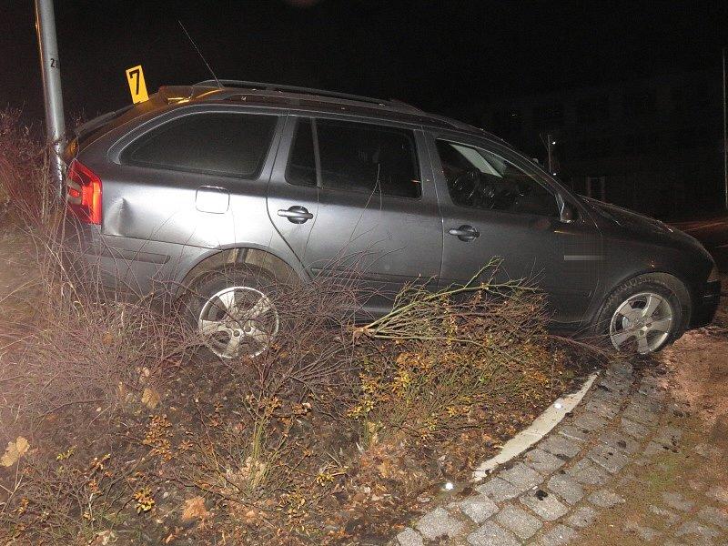 Nehoda na kruhovém objezdu na Karlově v Kutné Hoře2