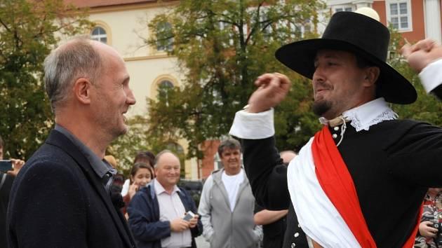 Prověrka bojové připravenosti vojenských jednotek na Žižkově náměstí v Čáslavi před rekonstrukcí bitvy z roku 1618.