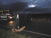 Ve čtvrtek 14. listopadu havarovala kolem sedmé hodiny ráno řidička vozidla značky Škoda Felicia na silnici číslo 338 ve směru od obce Žaky do obce Čáslav.