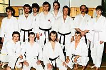 Čáslavští karatisté na semináři s mistrem Victorem van der Wijngaardenem, svým velkým učitelem, v Mladé Boleslavi v roce 1996.