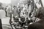 Sedlecká pouť: vzhled dětského kolotoče se v průběhu desetiletí zase tolik nezměnil, i dříve byla u dětí oblíbená sedátka v podobě autíček, motorek či poníků.