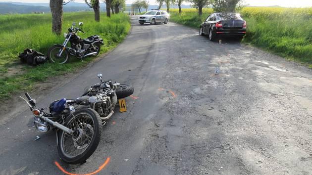 Dopravní nehoda motorkáře u Rataj nad Sázavou.