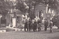 Fotografie z pohřbu Hedy Eisnerové