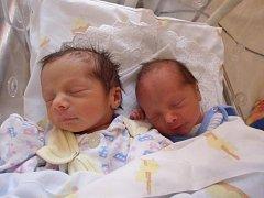 Adam Bečán a Aneta Bečánová se narodili 4. března v Čáslavi. Adam vážil 2250 gramů a měřil 45 centimetrů. Aneta vážila 2300 gramů a měřila 45 centimetrů. Doma v Týništi je přivítali maminka Martina a tatínek Jan.