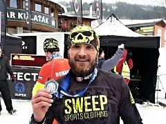 Tomáš Tvrdík doběhl jako první v elitní kategori Winter Spartan Sprint na Dolní Moravě, 14. ledna 2017.