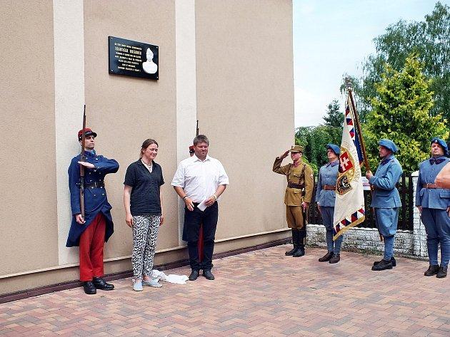 V Hlízově odhalili pamětní desku legionáře Františka Kočárníka