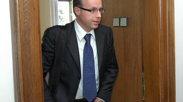 Poslanec Ondřej Plašil u Krajského soudu v Praze.