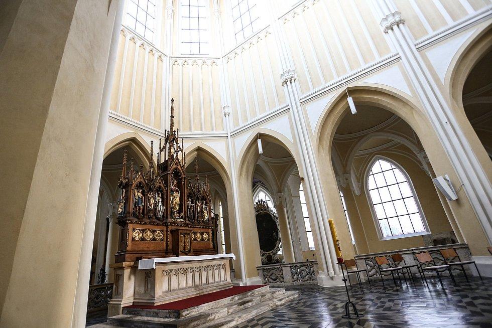 Jarní rovnodennost v katedrálním chrámu Nanebevzetí Panny Marie v kutnohorské Sedlci v sobotu 20. března 2021.