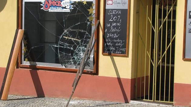 Do prodejny oděvů v Tylově ulici v Kutné Hoře se vloupal neznámý pachatel.