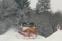 Ilustrační foto: Díky letošní mírné zimě zůstaly sypače v garážích, silničáři ušetřili za údržbu silnic
