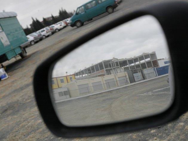 Stavební práce na výrobním závodě Foxconn v průmyslové zóně Na Rovinách rychle pokračují.