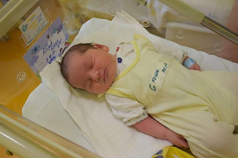 Filip Flodr se narodil 3. října 2021 ve 4.51 hodin v benešovské porodnici. Vážil 3980 g. Doma v Bystřici ho přivítali maminka Anna, tatínek Tomáš a dvouletý bráška Vojtíšek.