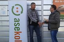 Cenu vítězi předal starosta Martin Starý.