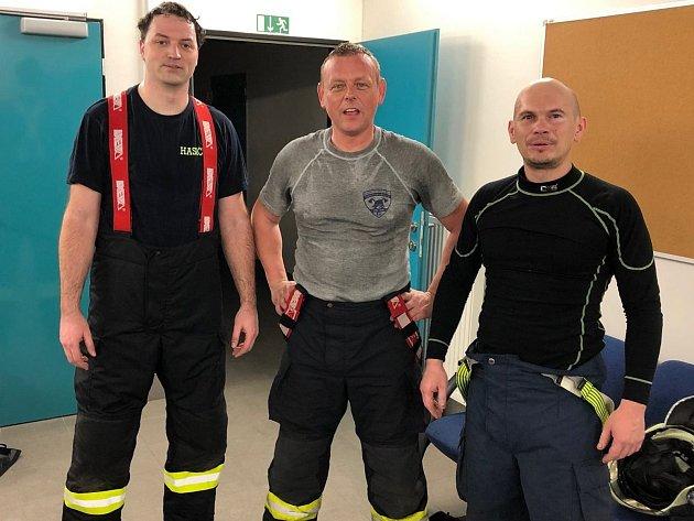 Čevenojanovičtí dobrovolní hasiči po absolvování výcviku.