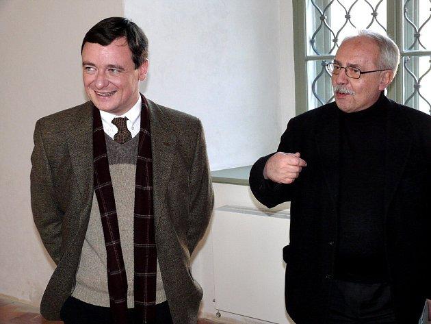 Ivan Neumann (vpravo) s hejtmanem Rathem v Jezuitské koleji v Kutné Hoře.