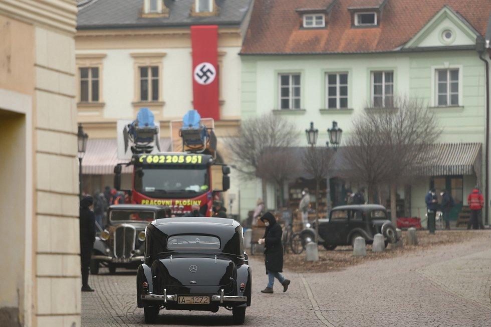 Jungmannovo náměstí v Kutné Hoře v době natáčení filmu White Bird: A Wonder Story.