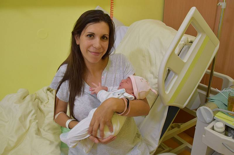 Adara Šemberová se narodila 5. října 2021 v 8.12 hodin v benešovské porodnici. Vážila 3630 g. Doma v Opřetici ji přivítali maminka Ainoa, tatínek Daniel a dvouletý bráška Samuel.