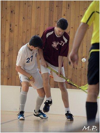 Starší žáci kutnohorského florbalového klubu Olympie remizovali 2:2 sKladnem B.