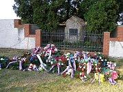 Památník v Lošanech po pietním aktu ke 120. výročí narození.