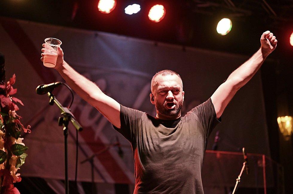 Z koncertu kapel Liwid, Mr. Loco a Divokej Bill ve Zručském dvoře ve Zruči nad Sázavou.
