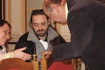 Ze zasedání zručského zastupitelstva v zrcadlovém sále na zámku.