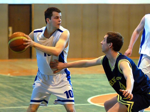 Druhý zápas basketbalového semifinále KP1: Kutná Hora - Benešov B, 11. dubna 2010.