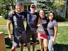 Český tým vybojoval na MS Spartan Race v americké Kalifornii stříbro. Zleva: Tomáš Tvrdík, Tomáš Satinský a Zuzana Kocumová.