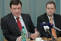 Středočeský hejtman David Rath (vlevo) a jeho náměstek Marcel Chládek.
